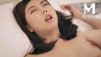 【国产】麻豆传媒作品/MD-0072端午要立蛋 002/免费观看