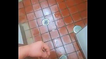 パイパン短小デブ公衆トイレ露出