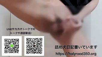 日本の男の子の犬の格好でオナニーと射精