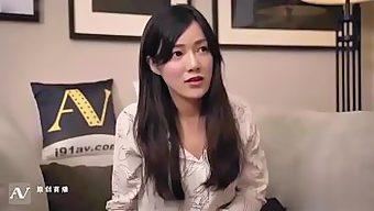 原创国产AV剧情兄妹乱伦淫荡骚货妹妹诱惑看片哥哥国语中文字幕