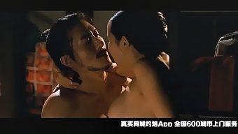 韩国电影《寄生虫》女主三级片激情露点片段