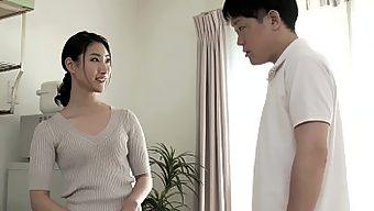 娘の彼氏に膣奥を突かれイキまくった母 西村保奈美