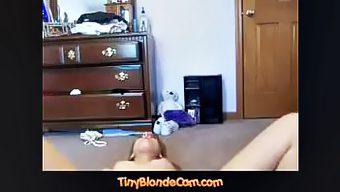 Gigi Hadid lookalike at TinyblondeCam.com セクシー ブロンド 性感的 金发 شقراء جنسي