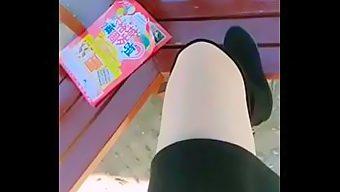胆大网红主播西施猫大白天公园勾搭路人路边站立啪啪不够尽兴到车里继续玩呻吟超浪        外围模特MM92.CC