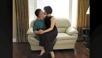 人妻丝袜高跟诱惑了多年 还是那么喜欢跟她做爱