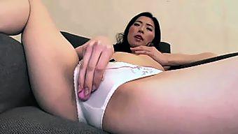 卑猥な美人生保レディの敏腕枕営業 2